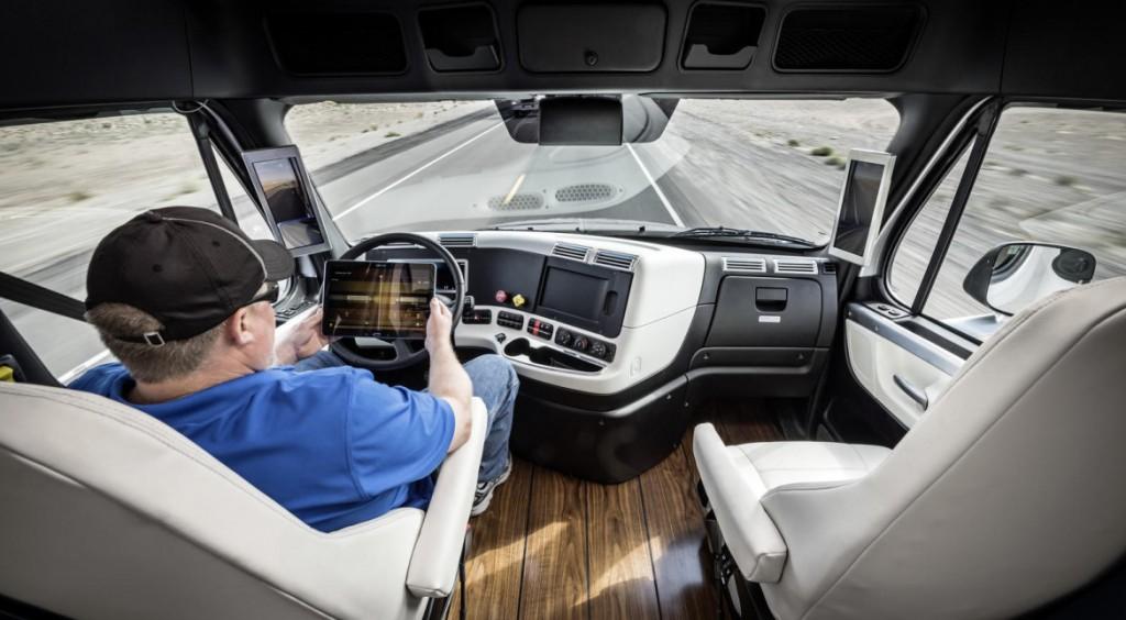Freightliner-Inspiration-interior-1170x644