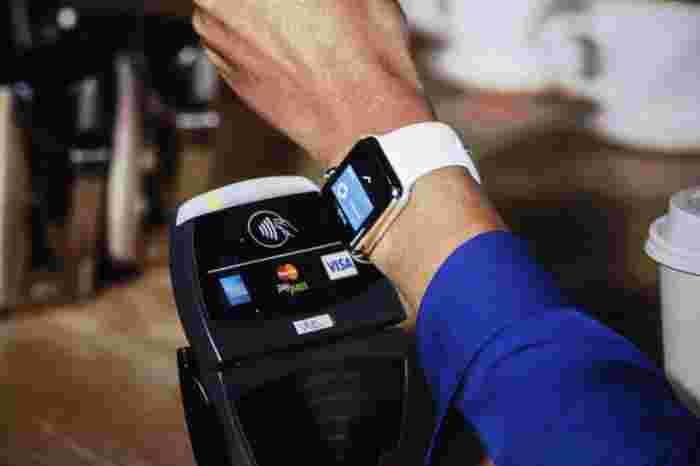 2015 va fi anul în care banii cash vor fi detronați de tehnologie